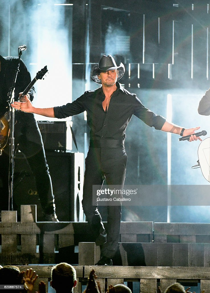 The 50th Annual CMA Awards - Show