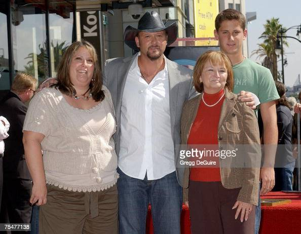 Tim McGraw sister Sandy mom...