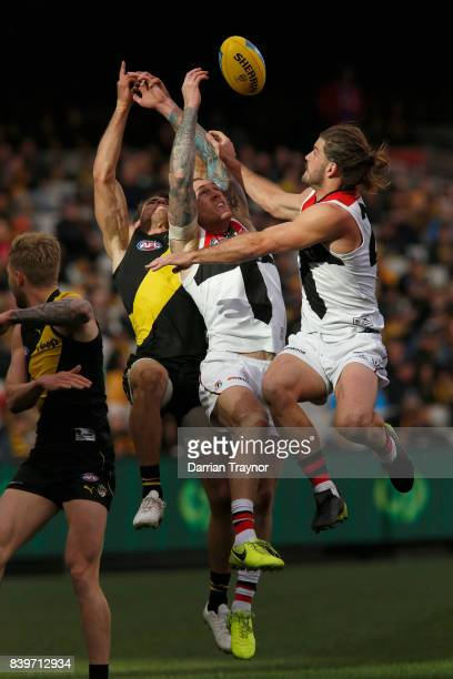 Tim Membrey of the Saints attempts to mark the ball during the round 23 AFL match between the Richmond Tigers and the St Kilda Saints at Melbourne...