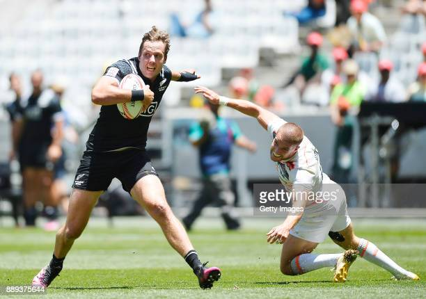 Tim Mikkelson of New Zealand and James Rodwell of England during day 2 of the 2017 HSBC Cape Town Sevens match between England and New Zealand at...