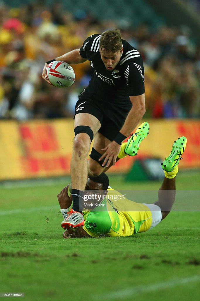 <a gi-track='captionPersonalityLinkClicked' href=/galleries/search?phrase=Tim+Mikkelson&family=editorial&specificpeople=5366047 ng-click='$event.stopPropagation()'>Tim Mikkelson</a> of New Zealand breaks a tackle during the 2016 Sydney Sevens at Allianz Stadium on February 6, 2016 in Sydney, Australia.