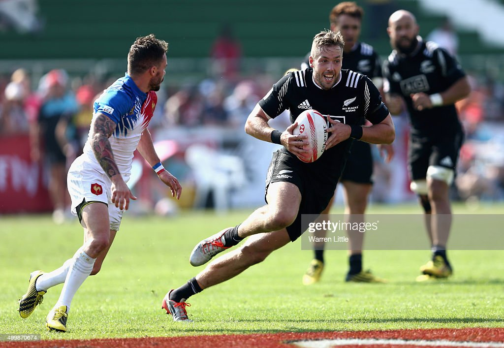 <a gi-track='captionPersonalityLinkClicked' href=/galleries/search?phrase=Tim+Mikkelson&family=editorial&specificpeople=5366047 ng-click='$event.stopPropagation()'>Tim Mikkelson</a> of New Zealand in action against France during the Emirates Dubai Rugby Sevens - HSBC Sevens World Series at The Sevens Stadium on December 4, 2015 in Dubai, United Arab Emirates.