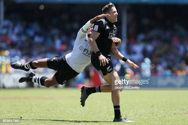 Tim Mikkelson of New Zealand is tackled by Samisoni Viriviri of Fiji during the Cup Quarter Final match between New Zealand and Fiji in the 2017 HSBC...
