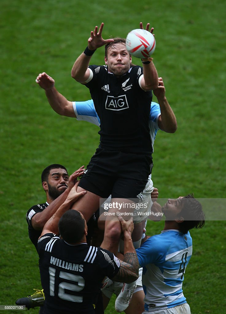 <a gi-track='captionPersonalityLinkClicked' href=/galleries/search?phrase=Tim+Mikkelson&family=editorial&specificpeople=5366047 ng-click='$event.stopPropagation()'>Tim Mikkelson</a> of New Zealand wins a lineout during the pool round match between Argentina and New Zealand during the HSBC London Sevens at Twickenham Stadium on May 21, 2016 in London, United Kingdom.