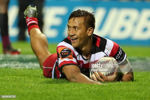 Tim NanaiWilliams of Counties scores a try during the round four Mitre 10 Cup match between Counties Manukau and North Harbour at ECOLight Stadium on...