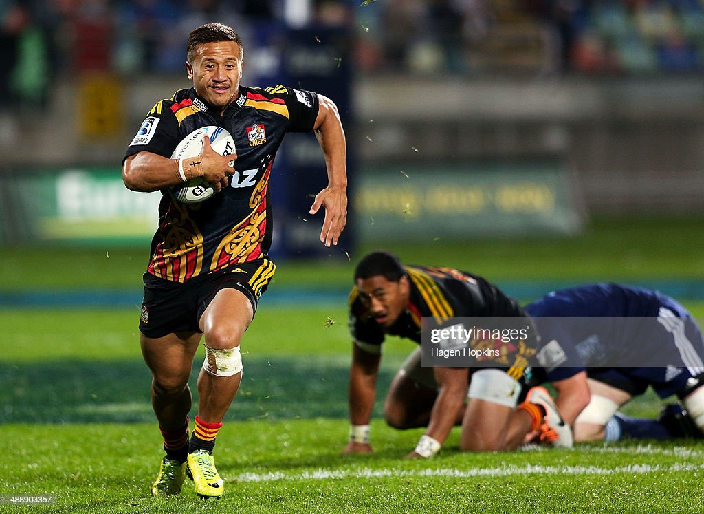 <a gi-track='captionPersonalityLinkClicked' href=/galleries/search?phrase=Tim+Nanai-Williams&family=editorial&specificpeople=5476637 ng-click='$event.stopPropagation()'>Tim Nanai-Williams</a> of the Chiefs makes a break during the round 13 Super Rugby match between the Chiefs and the Blues at Yarrow Stadium on May 9, 2014 in New Plymouth, New Zealand.