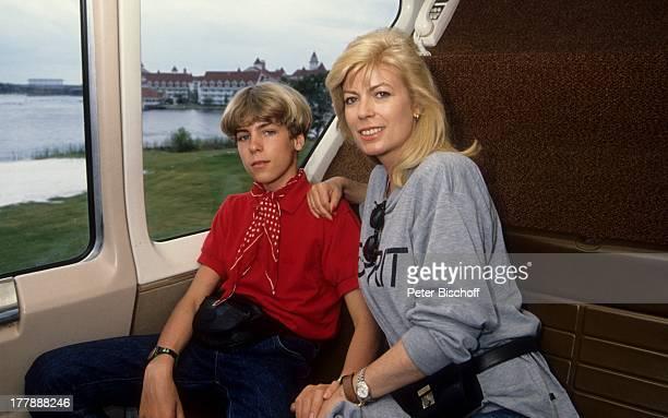 Tim Oliver KrügerBockelmann Christiane Krüger Einschienenbahn Miami Florida USA Amerika Zug fahren Mutter Kind Schauspielerin PH/PH