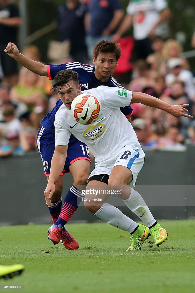 Tim Payne of Auckland contests the ball with Takashi Inui of Japan during the Asian Cup practice match between Japan and Auckland City on January 4...