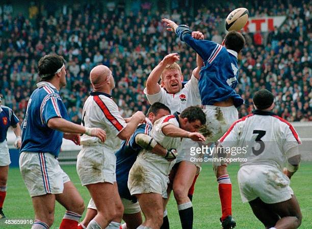 Tim Rodber competing in a lineout during the Rugby Union International between France and England at the Parc des Princes in Paris on 5th March 1994...