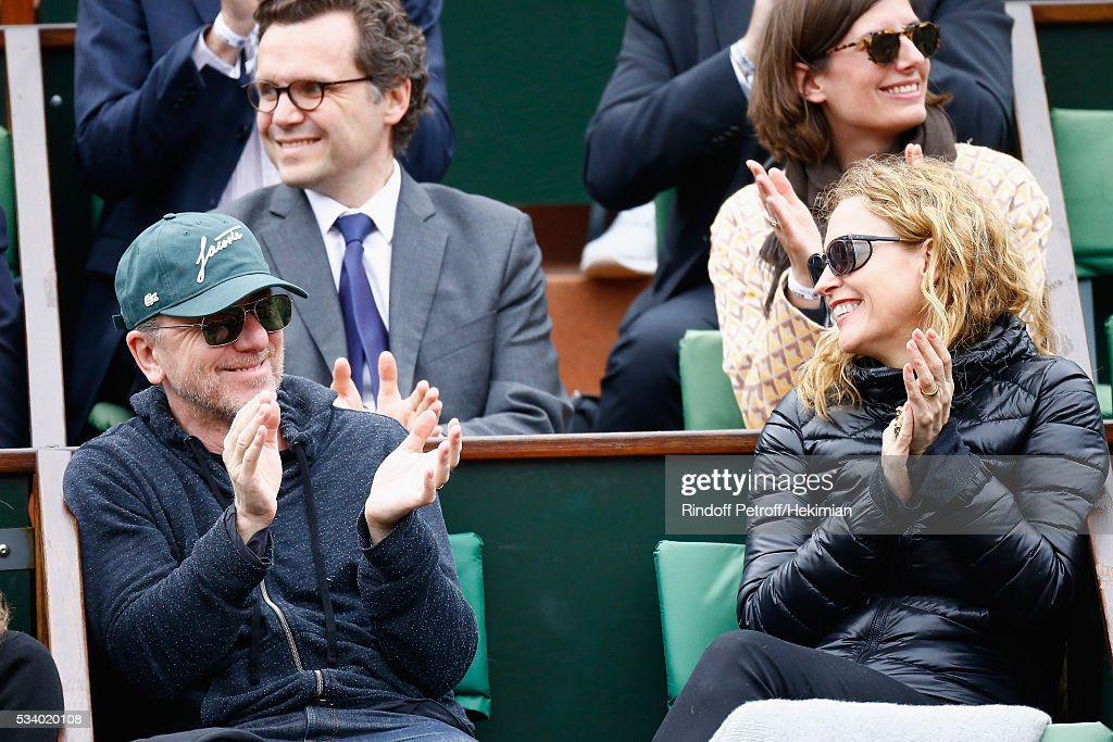 <a gi-track='captionPersonalityLinkClicked' href=/galleries/search?phrase=Tim+Roth&family=editorial&specificpeople=213197 ng-click='$event.stopPropagation()'>Tim Roth</a> and Nikki Butler attend the 2016 French Tennis Open - Day Three at Roland Garros on May 24, 2016 in Paris, France.