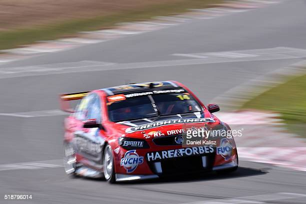 Tim Slade drives the Freightliner Racing Holden Commodore VF during qualifying for race 2 of the V8 Supercars Tasmania SuperSprint at Symmons Plains...