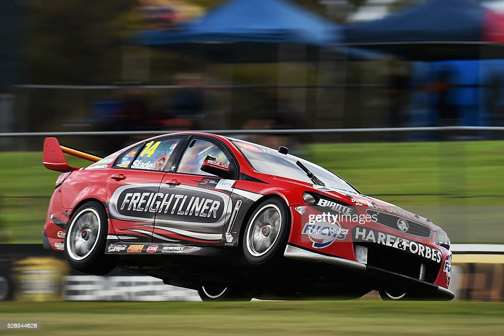 Tim Slade drives the Freightliner Racing Holden Commodore VF during practice for the V8 Supercars Perth SuperSprint at Barbagallo Raceway on May 6...