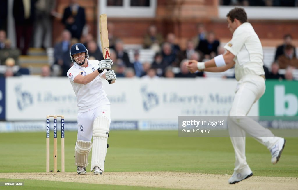<a gi-track='captionPersonalityLinkClicked' href=/galleries/search?phrase=Tim+Southee&family=editorial&specificpeople=4205733 ng-click='$event.stopPropagation()'>Tim Southee</a> of New Zealand catches out <a gi-track='captionPersonalityLinkClicked' href=/galleries/search?phrase=Jonathan+Bairstow&family=editorial&specificpeople=6893210 ng-click='$event.stopPropagation()'>Jonathan Bairstow</a> of England during day two of 1st Investec Test match between England and New Zealand at Lord's Cricket Ground on May 17, 2013 in London, England.