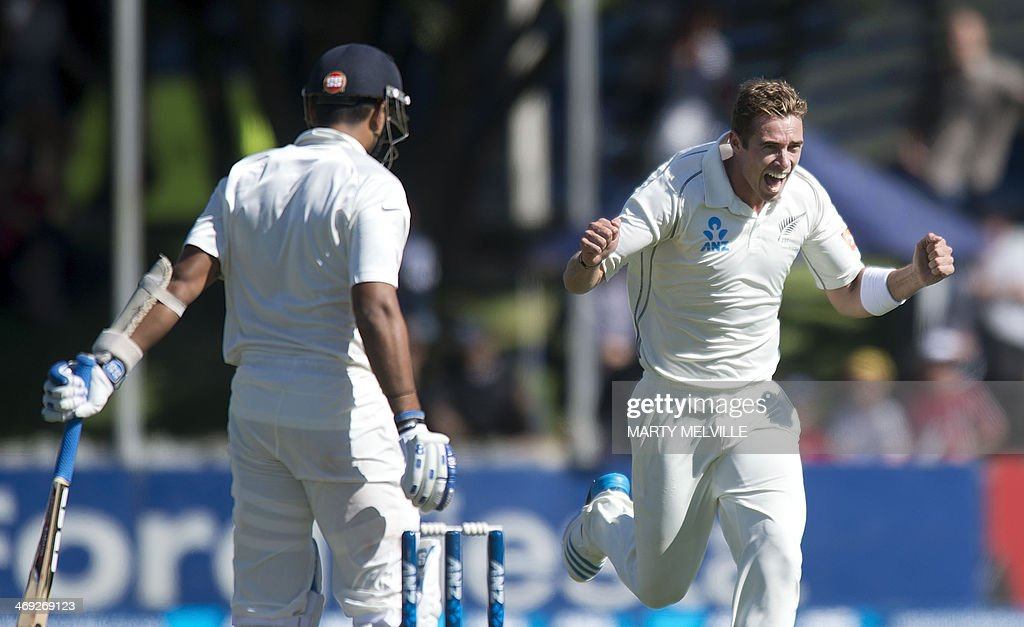 Tim Southee (R) of New Zealand celebrates Murali Vijay (L) of India being caught out on the first day of the second cricket Test between New Zealand and India in Wellington on February 14, 2014.