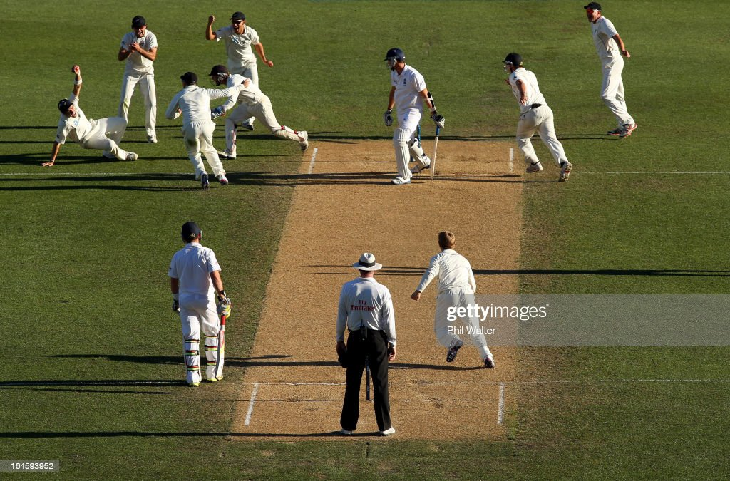 <a gi-track='captionPersonalityLinkClicked' href=/galleries/search?phrase=Tim+Southee&family=editorial&specificpeople=4205733 ng-click='$event.stopPropagation()'>Tim Southee</a> of New Zealand takes a catch to dismiss Steven Finn of England during day four of the Third Test match between New Zealand and England at Eden Park on March 25, 2013 in Auckland, New Zealand.
