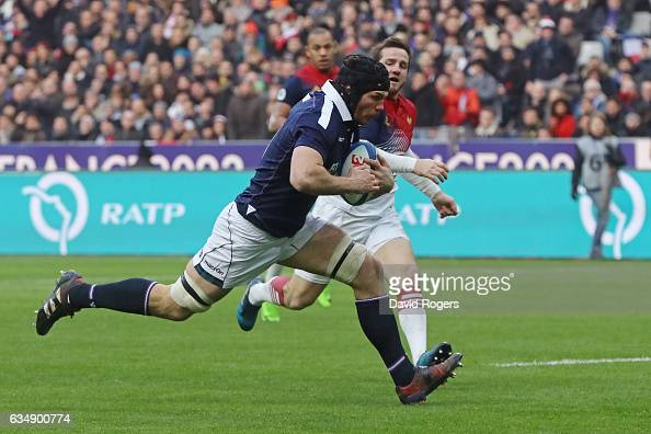 Tim Swinson of Scotland runs in his team's second try during the RBS Six Nations match between France and Scotland at Stade de France on February 12...