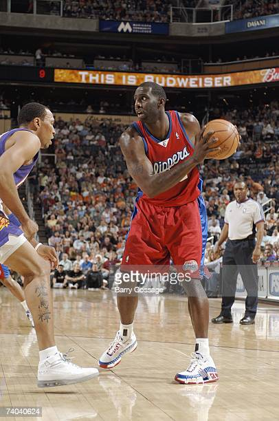 Tim Thomas of the Los Angeles Clippers posts up against Shawn Marion of the Phoenix Suns during the game at US Airways Center on April 17 2007 in...