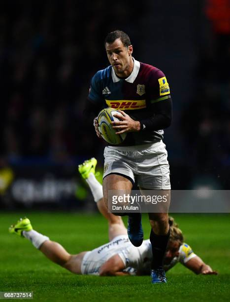 Tim Visser of Harlequins makes a break past Michele Campagnaro of Exeter Chiefs during the Aviva Premiership match between Harlequins and Exeter...