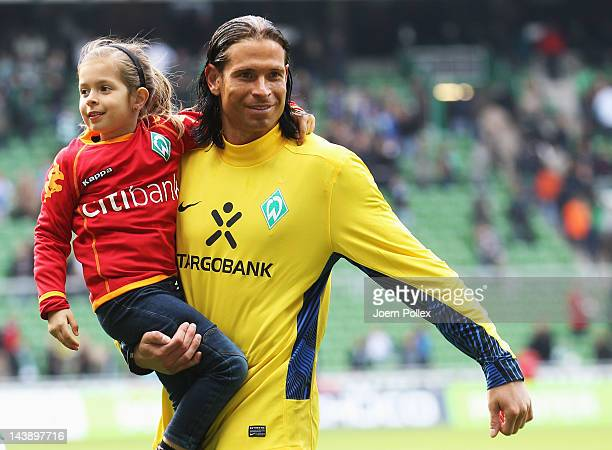 Tim Wiese of Bremen and his daughter Alina say farewell to the fans after the Bundesliga match between SV Werder Bremen and FC Schalke 04 at Weser...