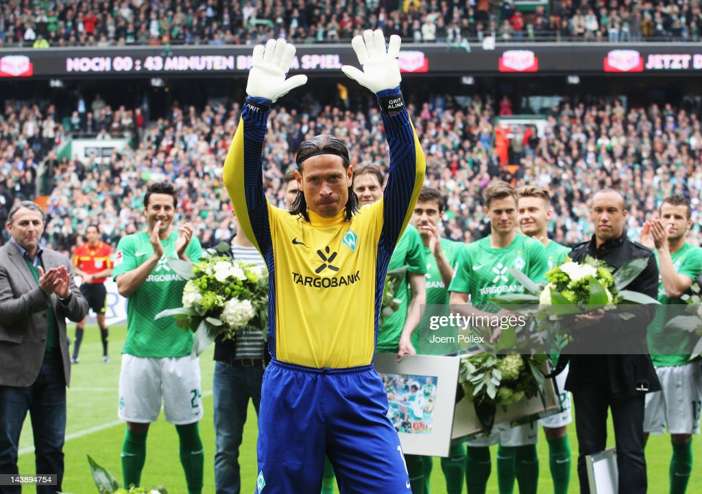 <a gi-track='captionPersonalityLinkClicked' href=/galleries/search?phrase=Tim+Wiese&family=editorial&specificpeople=635015 ng-click='$event.stopPropagation()'>Tim Wiese</a> of Bremen says farewell to the fans prior to the Bundesliga match between SV Werder Bremen and FC Schalke 04 at Weser Stadium on May 5, 2012 in Bremen, Germany.