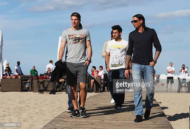 Tim Wiese Sami Khedira Mesut Oezil Ilkay Guendogan and RonRobert Zieler of the German national team are pictured at a beachbar at the beach on June...
