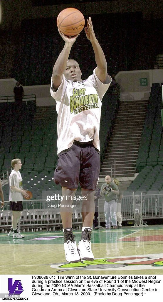 Tim Winn of the St Bonaventure Bonnies takes a shot during a practice session on the eve of Round 1 of the Midwest Region during the 2000 NCAA Men's...