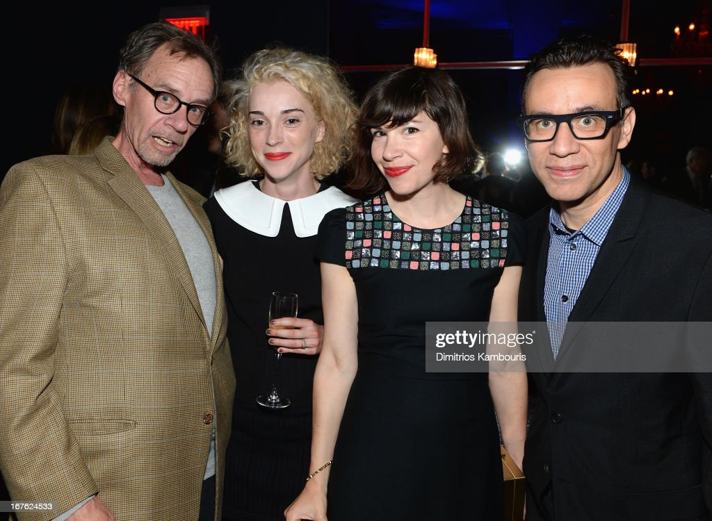 NY Times writter David Carr poses with Annie Erin Clark (St. Vincent) Carrie Brownstein and Fred Armisen at The New Yorker's David Remnick Hosts White House Correspondents' Dinner Weekend Pre-Party at W Hotel Rooftop on April 26, 2013 in Washington, DC.