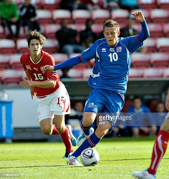 Timm Klose of Switzerland vies for the ball with Gylfi Sigurdsson of Iceland on June 14 2011 during their UEFA Under21 European Championships...