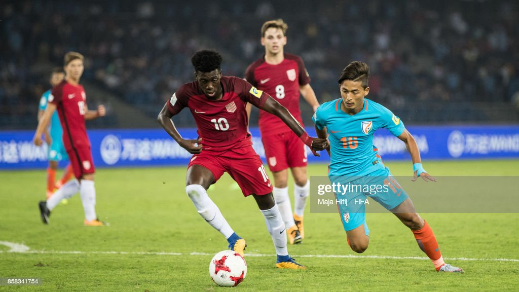 Timm Weah of USA and Abhijit Sarkar of India battle for the ball during the FIFA U-17 World Cup India 2017 group A match between India and USA at Jawaharlal Nehru Stadium on October 6, 2017 in New Delhi, India.