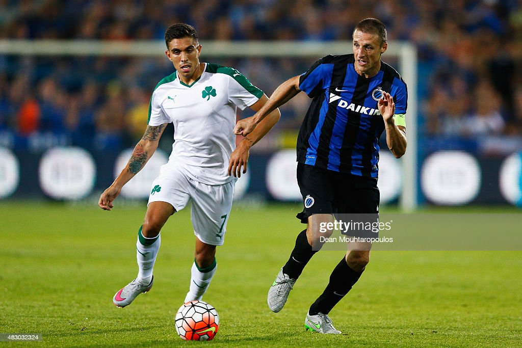<a gi-track='captionPersonalityLinkClicked' href=/galleries/search?phrase=Timmy+Simons&family=editorial&specificpeople=794114 ng-click='$event.stopPropagation()'>Timmy Simons</a> of Club Brugge battles for the ball with Viktor Klonaridis of Panathinaikos during the third qualifying round 2nd Leg UEFA Champions League match between Club Brugge and Panathinaikos held at Jan Breydel Stadium on August 5, 2015 in Brugge, Belgium.