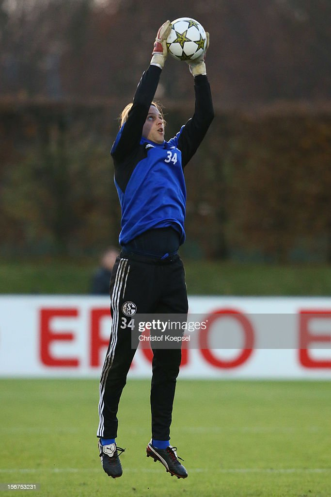Timo Hildebrand of Schalke 04 attends the training session at the training ground ahead of the UEFA Champions League group B match between FC Schalke 04 and Olympiakos Piraeus on November 21, 2012 in Gelsenkirchen, Germany.