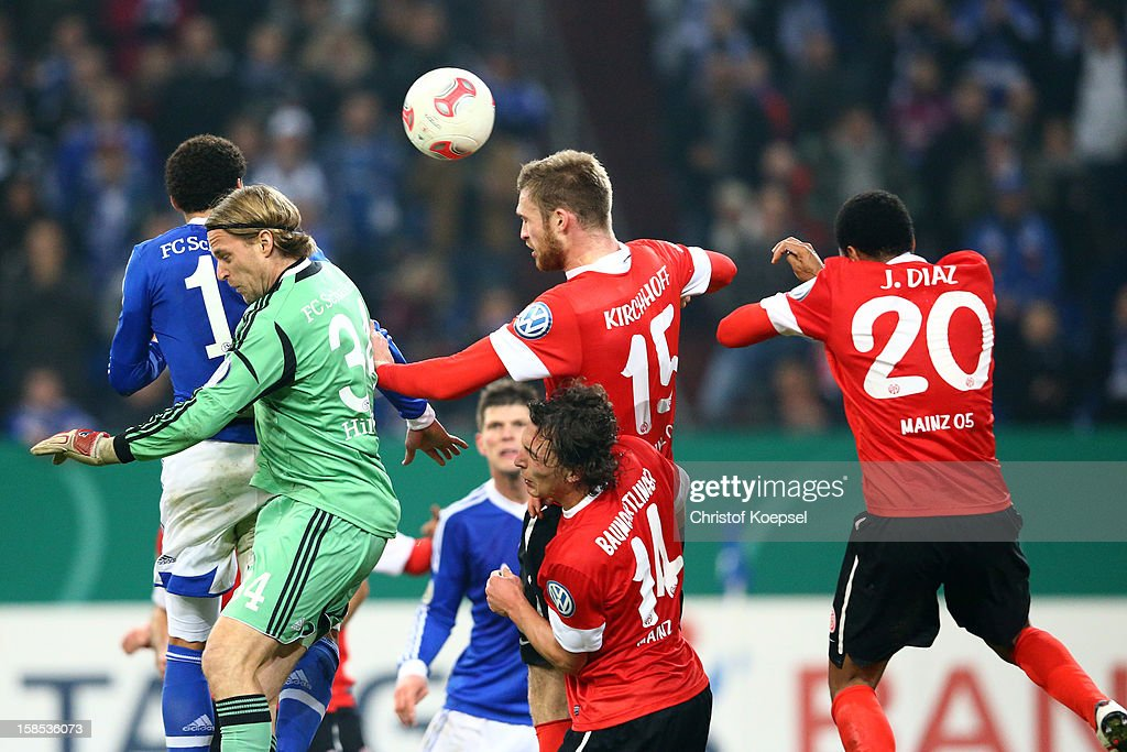 <a gi-track='captionPersonalityLinkClicked' href=/galleries/search?phrase=Timo+Hildebrand&family=editorial&specificpeople=212953 ng-click='$event.stopPropagation()'>Timo Hildebrand</a> of Schalke, Julian Baumgartlinger, Jan Kirchhoff and Junior Diaz of Mainz go up for a header during the DFB cup round of sixteen match between FC Schalke 04 and FSV Mainz 05 at Veltins-Arena on December 18, 2012 in Gelsenkirchen, Germany. The match between Schalke and Mainz ended 1-2.