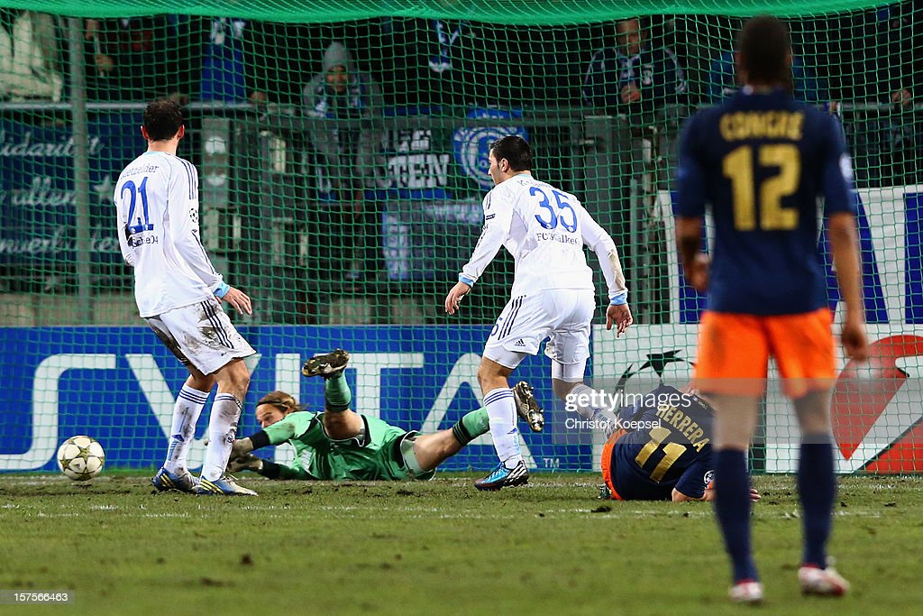 <a gi-track='captionPersonalityLinkClicked' href=/galleries/search?phrase=Timo+Hildebrand&family=editorial&specificpeople=212953 ng-click='$event.stopPropagation()'>Timo Hildebrand</a> of Schalke (2nd L) saves against Emanuel Herrera of Montpellier (2nd R) during the UEFA Champions League group B match between Montpellier Herault SC and FC Schalke 04 at Stade de la Mosson on December 4, 2012 in Montpellier, France.