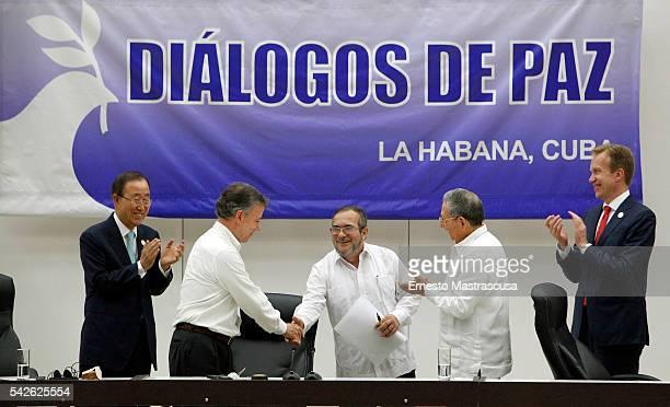 Timoleon Jimenez 'Timonchenko' and Colombian President Juan Manuel Santos shake hands as Cuban President Raul Castro and Ban Kimoon Secretary General...