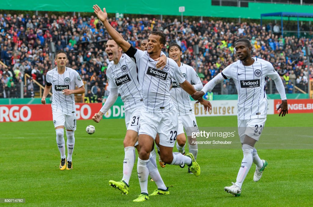 Timothy Chandler of Eintracht Frankfurt celebrates the first goal for his team with his teammates during the DFB Cup match between TuS Erndtebrueck and Eintracht Frankfurt at Leimbachstadion on August 12, 2017 in Siegen, Germany.