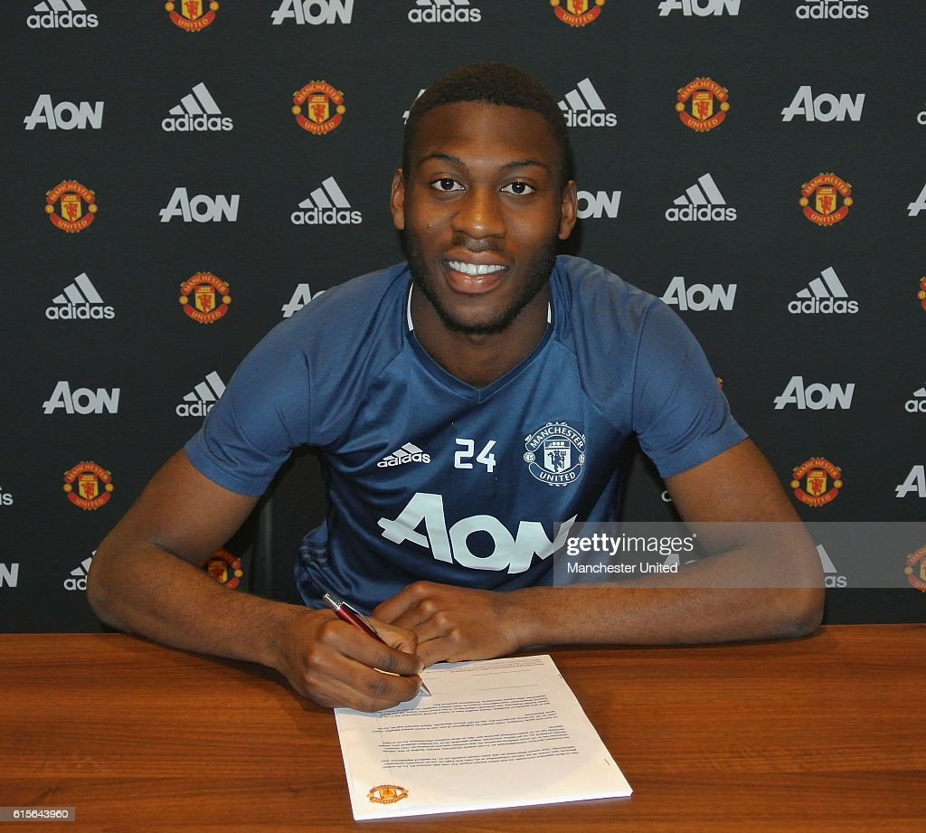 Timothy Fosu-Mensah Signs a New Contract at Manchester United : News Photo