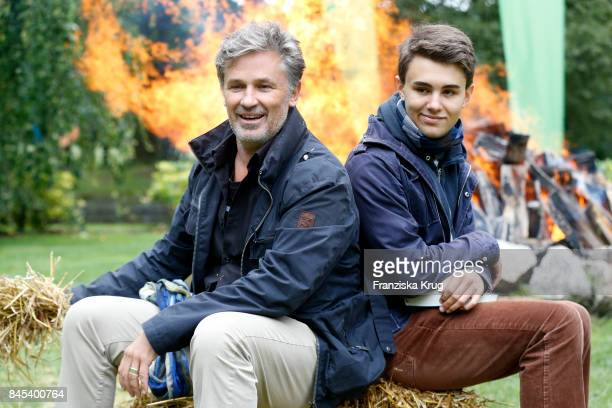 Timothy Peach and his son Nelson attend the Till Demtroeders CharityEvent 'Usedom Cross Country' on September 9 2017 near Heringsdorf at Usedom...