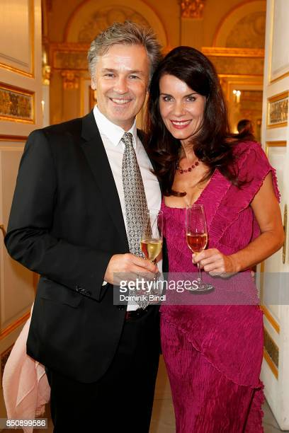 Timothy Peach and his wife Nicola Tiggeler during the traditional Buehnendinner 2017 at Bayerische Staatsoper on September 21 2017 in Munich Germany