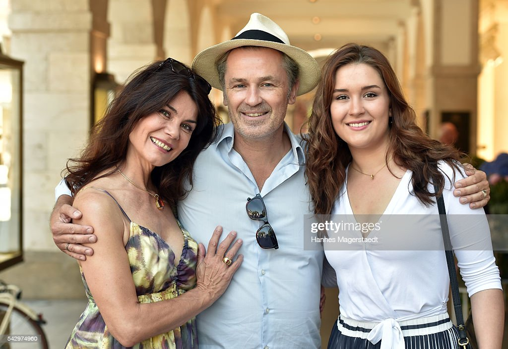Timothy Peach and his wife Nicola Tiggeler with daughter Tiffany during the 'Sommerfest der Agenturen' at Hugo's on June 25, 2016 in Munich, Germany.