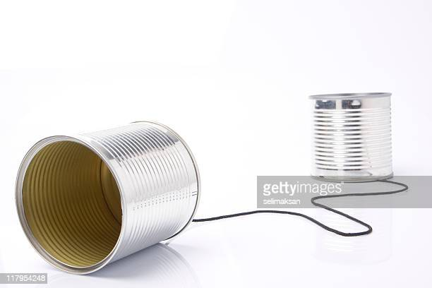 Dosentelefon mit Seil isoliert auf weißem Hintergrund
