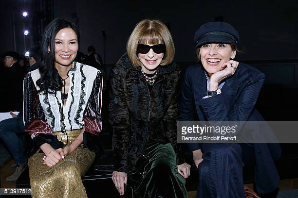 Tina Craig Anna Wintour and Ines de la Fressange attend the Nina Ricci show as part of the Paris Fashion Week Womenswear Fall/Winter 2016/2017 on...