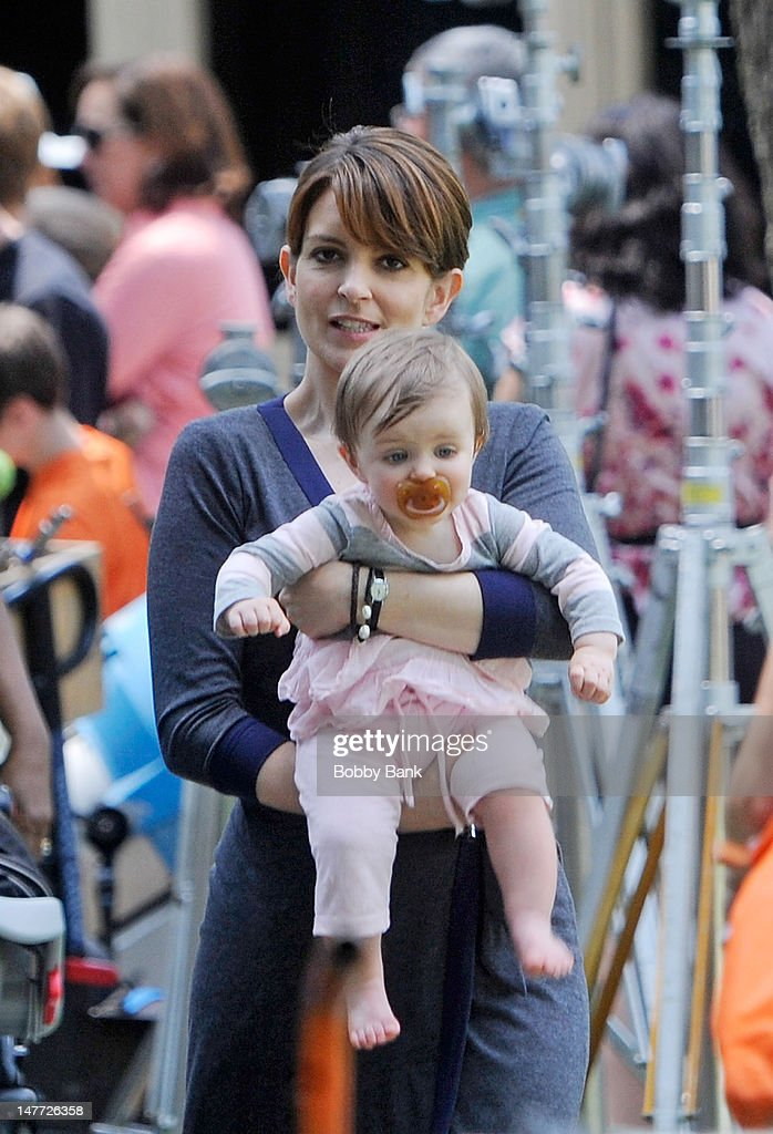Tina fey and her daughter penelope athena richmond filming on location