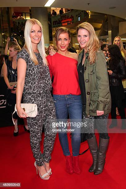 Tina Kaiser Annemarie Carpendale Viola Weiss attend the premiere of the film 'Irre sind maennlich' at Mathaeser Filmpalast on April 10 2014 in Munich...