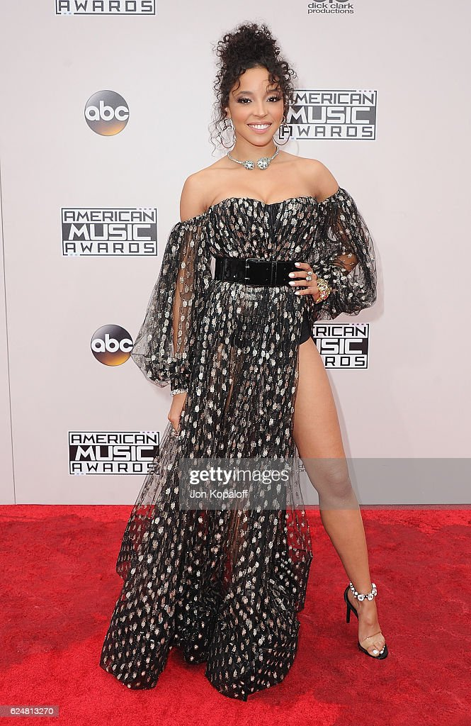 Tinashe arrives at the 2016 American Music Awards at Microsoft Theater on November 20, 2016 in Los Angeles, California.