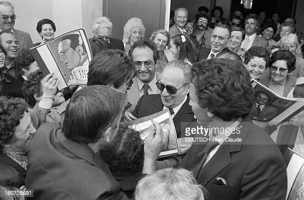 Tino Rossi Gives A Recital In Mazamet 19 avril 1982 en tournée en province le chanteur Tino ROSSI donne un récital à Mazamet avant d'effectuer son...