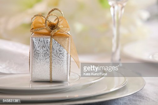 Tiny gift on plate : Stock-Foto