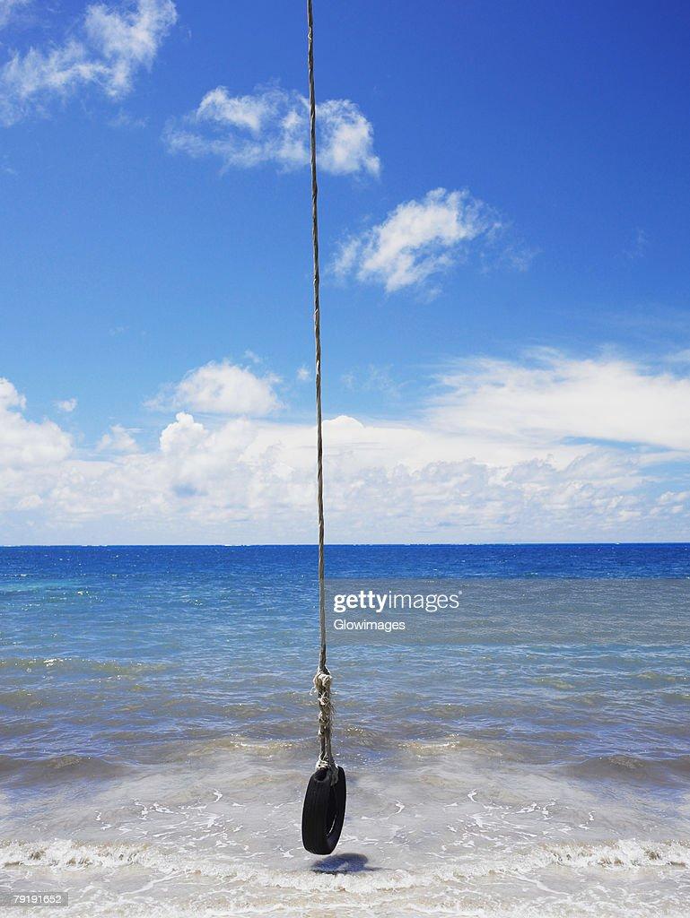 Tire swing over the sea, Manzanillo Beach, Providencia Island, Providencia y Santa Catalina, San Andres y Providencia Department, Colombia : Foto de stock