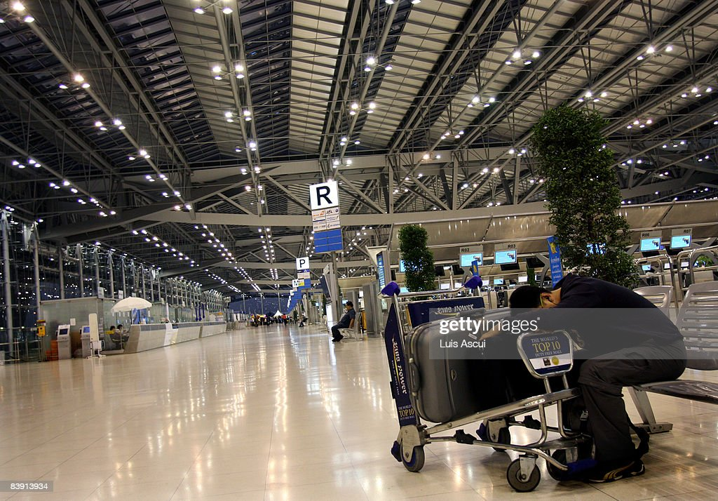 A tired foreign tourist waits for Suvarnabhumi International Airport to reopen on December 4 2008 in Bangkok Thailand While an estimated 300000...