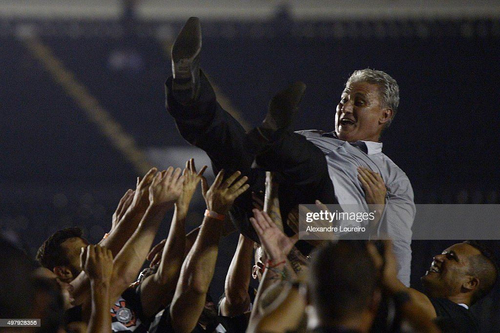 <a gi-track='captionPersonalityLinkClicked' href=/galleries/search?phrase=Tite+-+Brazilian+Soccer+Manager&family=editorial&specificpeople=10072994 ng-click='$event.stopPropagation()'>Tite</a> , head coach of Corinthians celebrates the sixth title of Brazilian championship after the match between Vasco and Corinthians as part of Brasileirao Series A 2015 at Sao Januario Stadium on November 19, 2015 in Rio de Janeiro, Brazil.