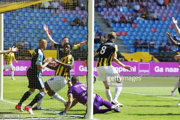 Tjaronn Chery of ADO Den HaagWilfried Bony of Vitessegoalkeeper Gino Coutinho of ADO Den HaagMarco van Ginkel of Vitesse during the Dutch Eredivisie...